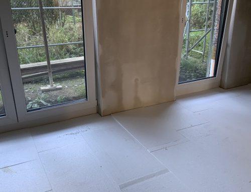 12.10.2021 Fußbodendämmung liegt, die Fußbodenheizung wird bis Ende der Woche verlegt.